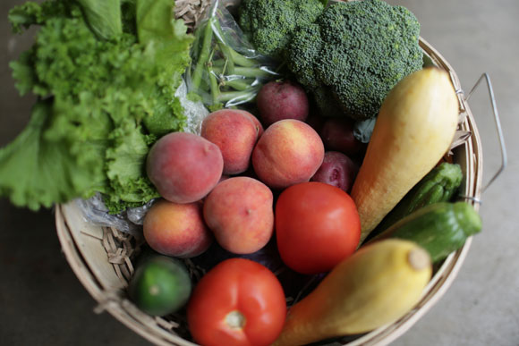 "The ""Virginia's Bounty"" basket features fruits and veggies from local producers"
