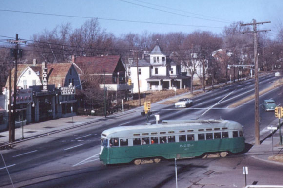 A streetcar leaving Friendship Heights